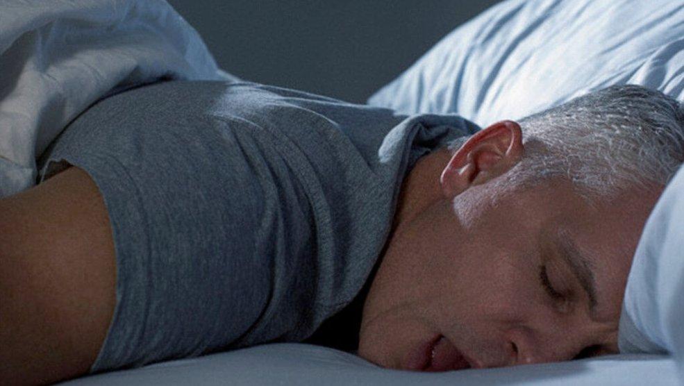 Все про позы сна: на животе